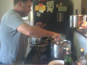 Tom a cookin'